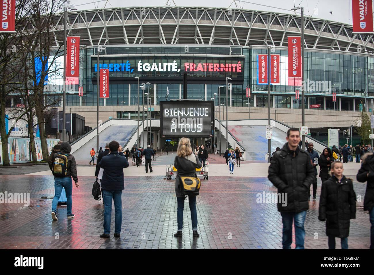 London, UK.  17 November 2015.  Crowds start arriving at Wembley Stadium ahead of the football friendly between - Stock Image