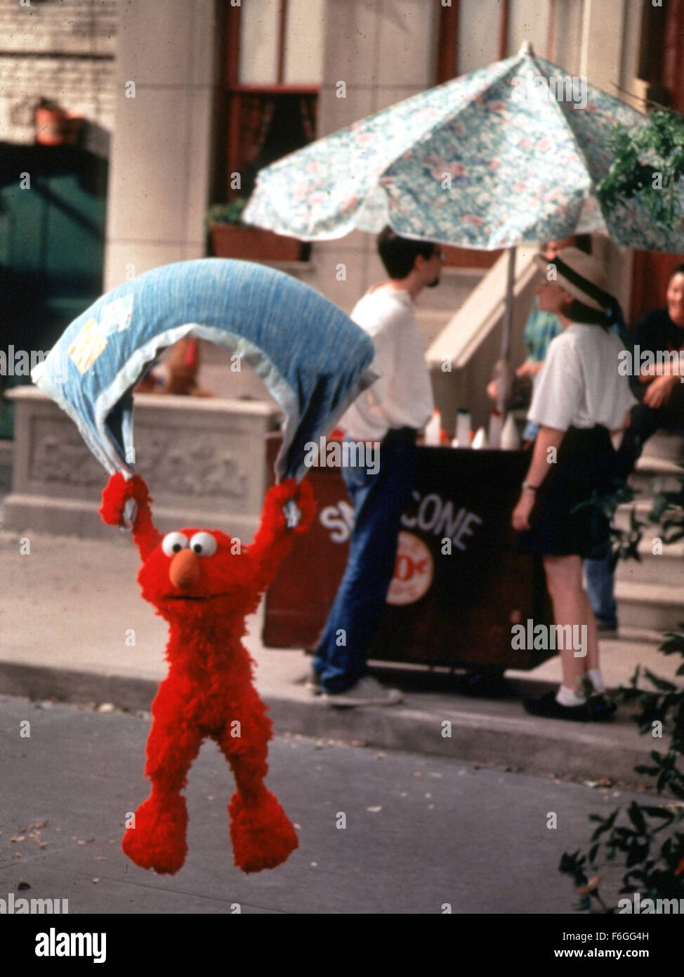 Sep 01, 1999; Los Angeles, CA, USA; 'ELMO' parachutes down to the street in the movie 'The Adventures of Elmo in Stock Photo
