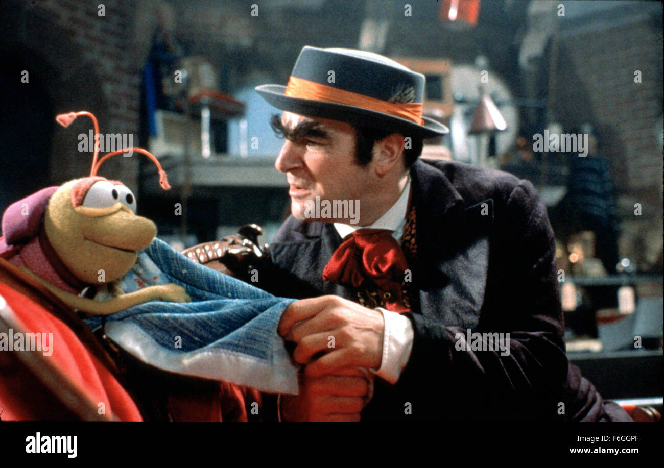 Oct 01, 1999; Hollywood, CA, USA; Mandy Patinkin and his partner Bug in 1999 movie 'The Adventures of Elmo In Grouchland' Stock Photo
