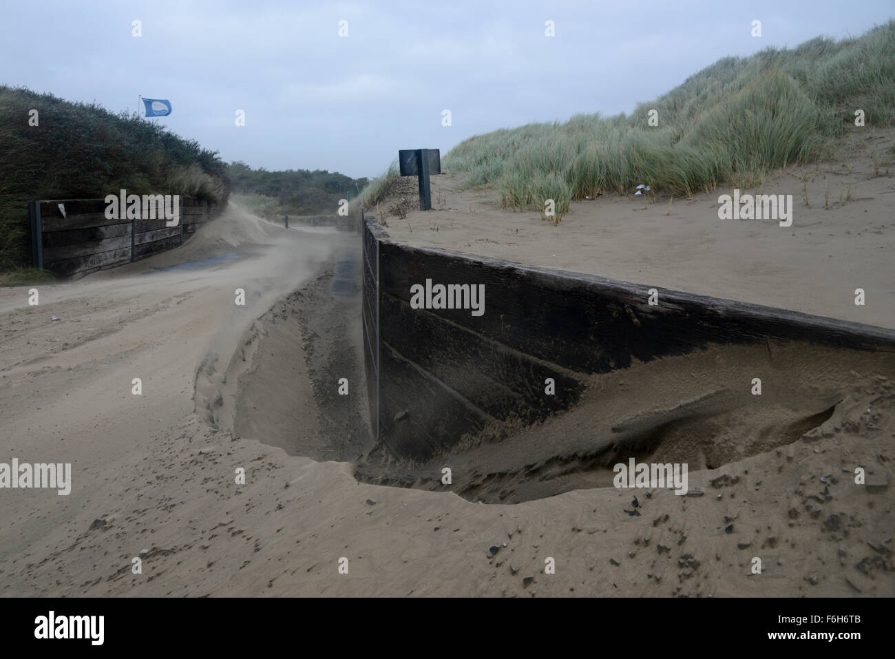 Pembrey Beach, South Wales, UK, Tuesday 17th Nov, 2015. Gales gust up to 50 mph across southernmost parts of Wales. - Stock Image