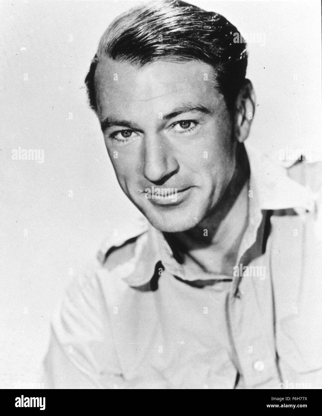 1943, Film Title: FOR WHOM THE BELL TOLLS, Director: SAM WOOD, Studio: PARAMOUNT, Pictured: GARY COOPER, HEAD SHOT. - Stock Image