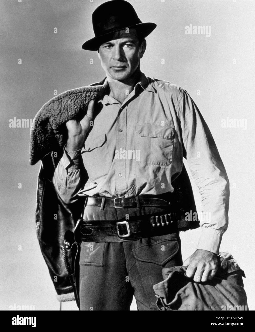 1943, Film Title: FOR WHOM THE BELL TOLLS, Director: SAM WOOD, Studio: PARAMOUNT, Pictured: GARY COOPER, HAT, MEN'S. - Stock Image