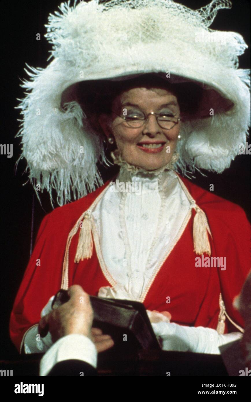 1975, Film Title: LOVE AMONG THE RUINS, Director: GEORGE CUKOR, Pictured: COURT, 1975, KATHARINE HEPBURN, GLASSES, - Stock Image