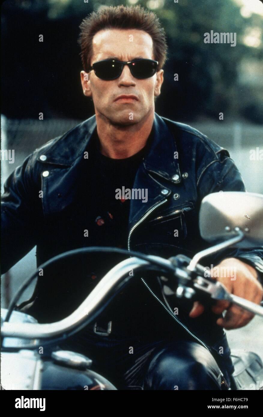 47d90e0de52 1991, Film Title: TERMINATOR 2: JUDGEMENT DAY, Pictured: ACCESSORIES,  MOTORCYCLE, ARNOLD SCHWARZENEGGER, SUNGLASSES. (Credit Image: SNAP)