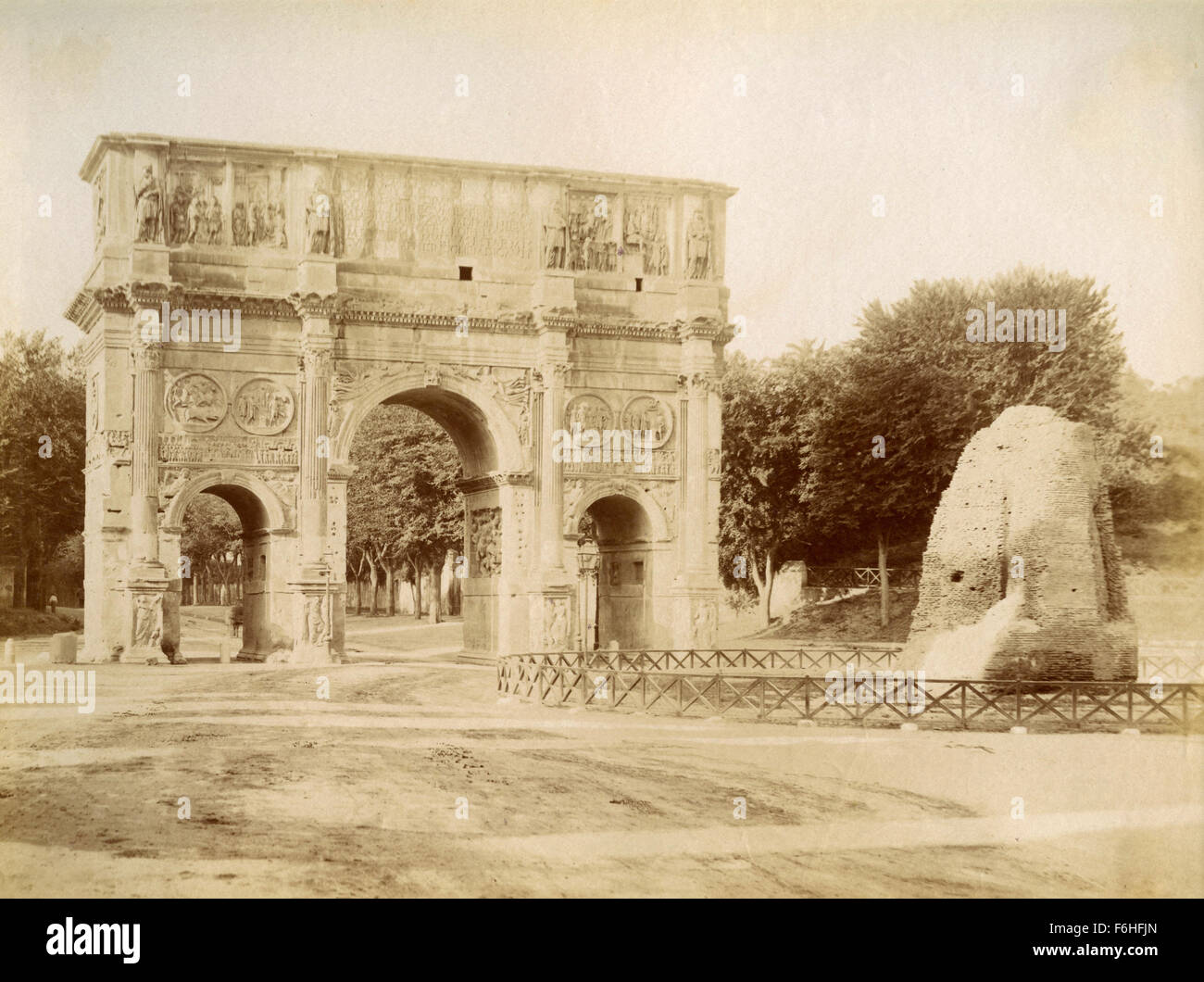 Arch of Constantine and Meta Sudans, Rome, Italy - Stock Image