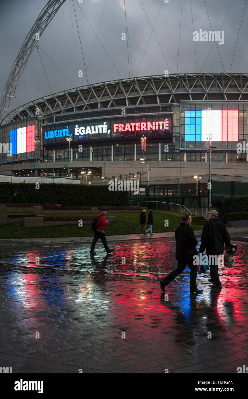 Wembley, UK. 17th Nov, 2015.   Crowds start arriving at Wembley Stadium ahead of the football friendly between England - Stock Image