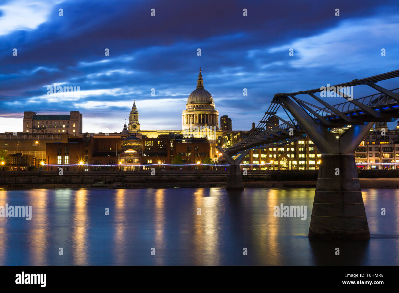 Twilight at St. Paul's cathedral, London, England Stock Photo