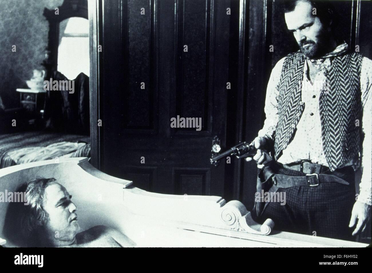 1976, Film Title: MISSOURI BREAKS, Pictured: BATH TUBS/ SHOWERS, BATHTUB, MARLON BRANDO, GUN CRAZY, HAND  GUN, JACK - Stock Image