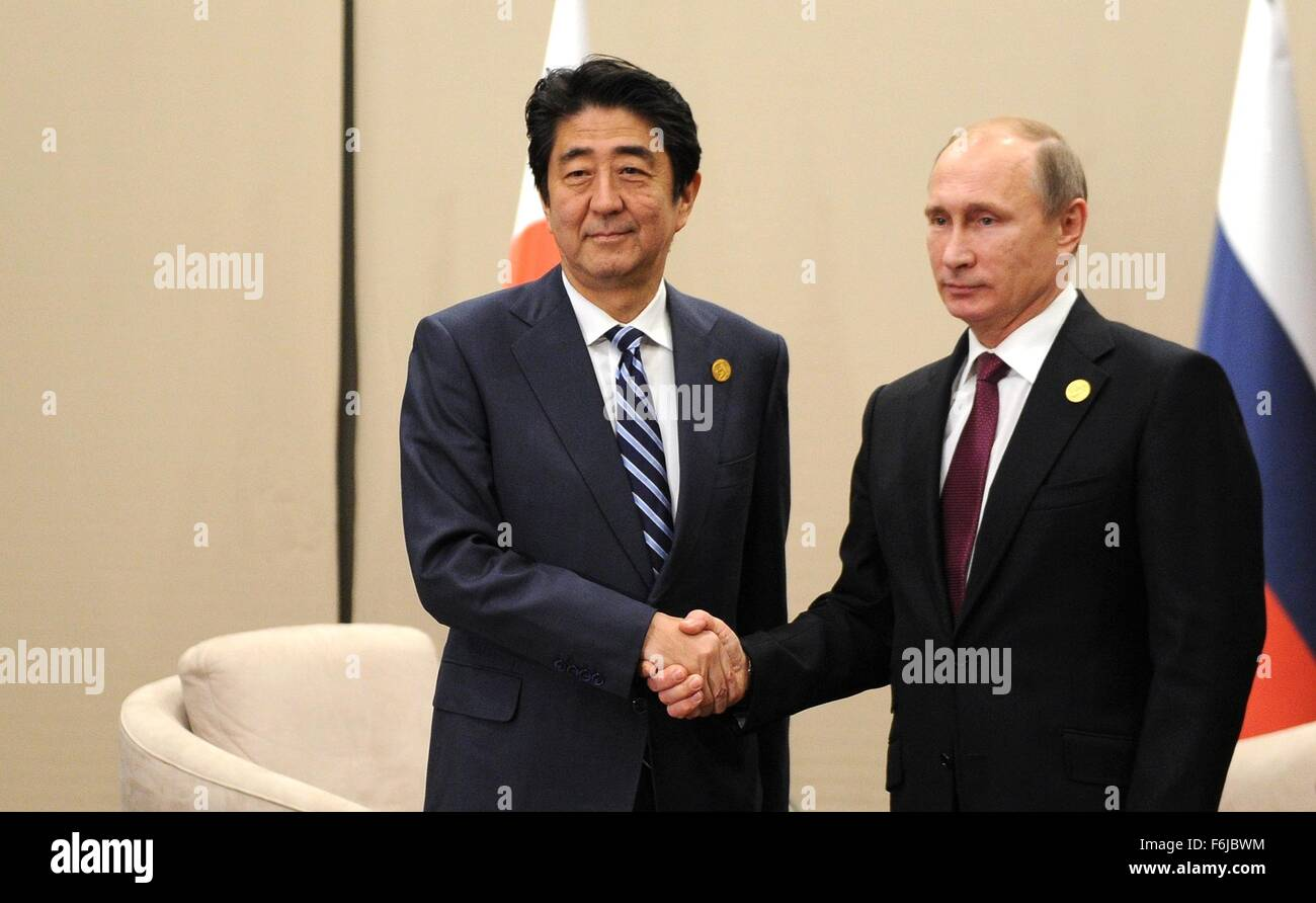 ¿Cuánto mide Shinzo Abe? - Real height Russian-president-vladimir-putin-and-japanese-president-shinzo-abe-F6JBWM