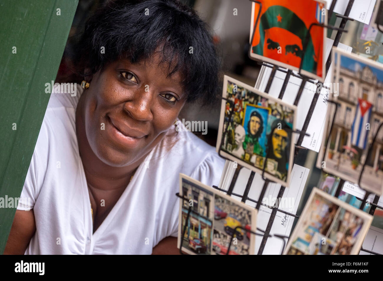 Kiosk saleswoman, Cuban, Postcard stands with postcards of Ernesto Che Guevara, souvenirs, memories, La Habana, - Stock Image