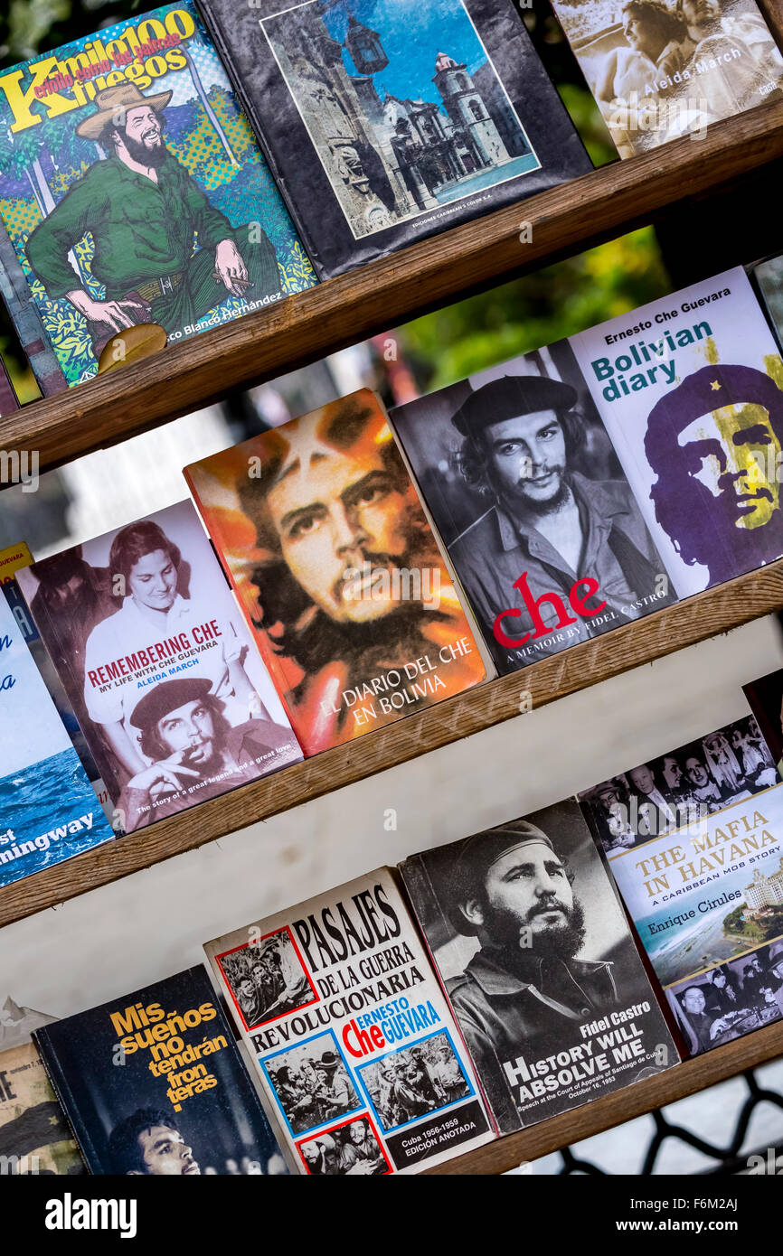 Antiquarian, used books on Ernesto Che Guevara and Fidel Castro at the flea market in the streets of Old Havana, - Stock Image