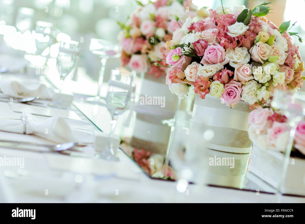 Beautiful wedding decoration with roses and a luxurious table ...