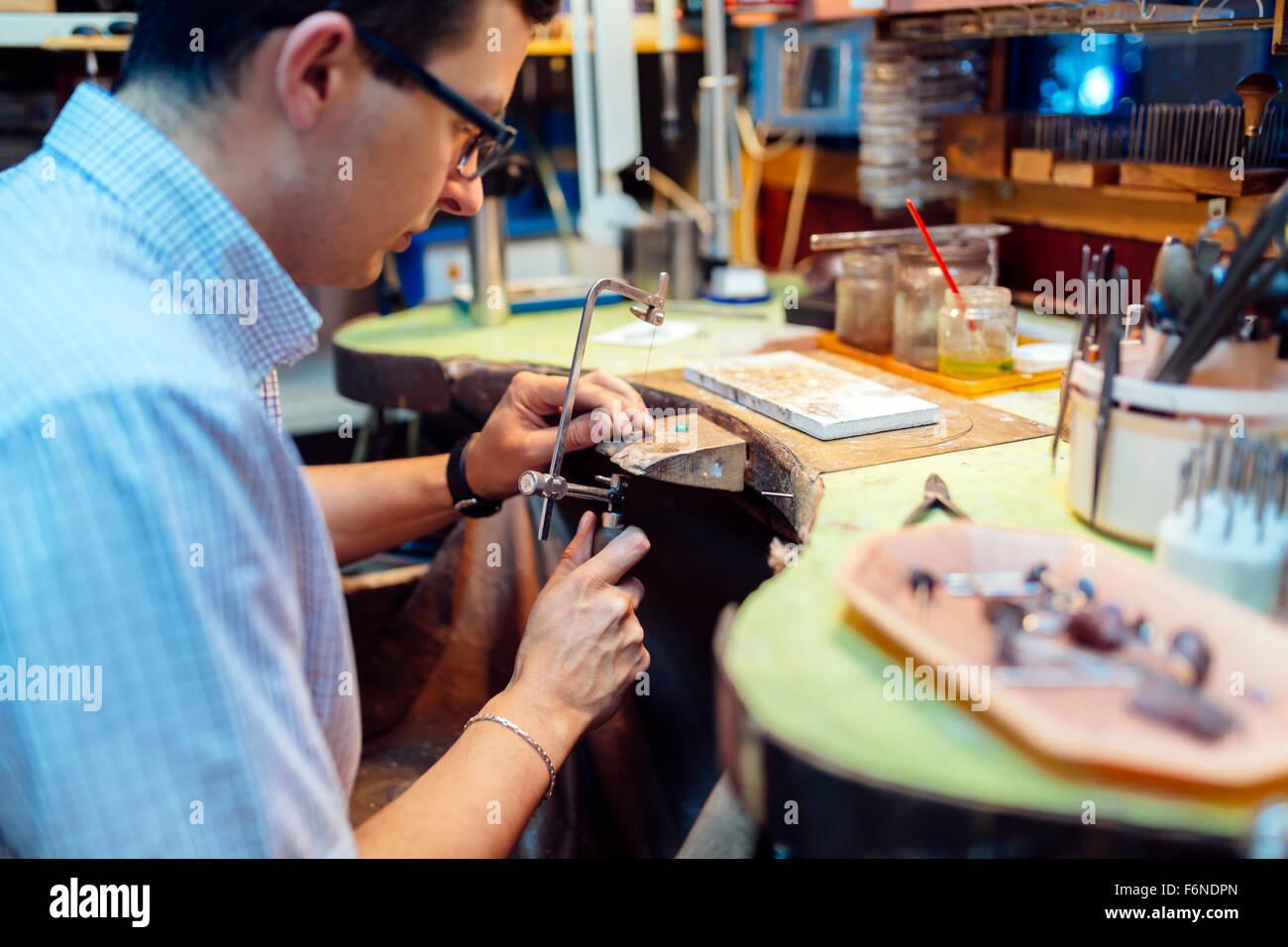 Jeweler creating jewelry - Stock Image