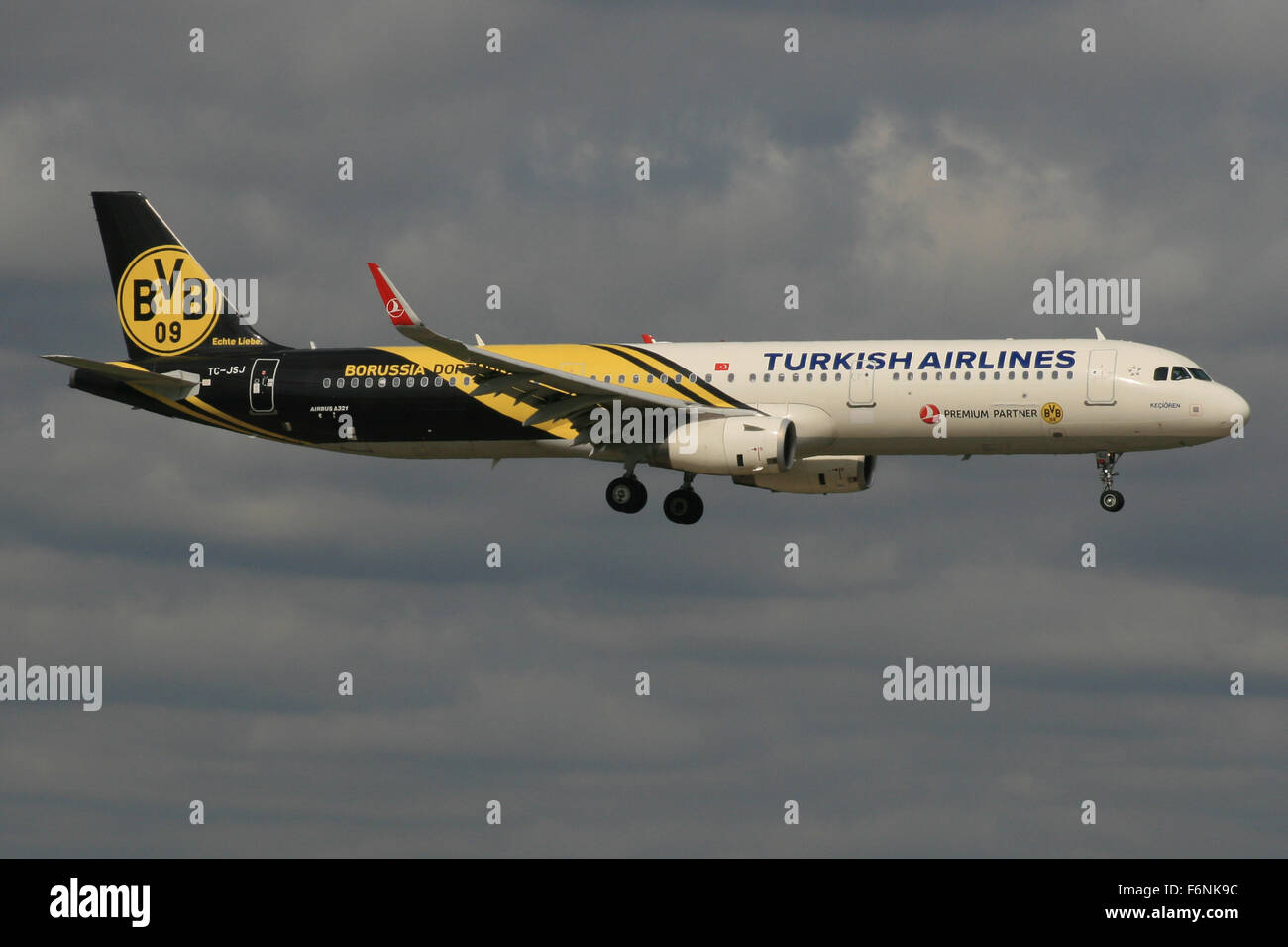 TURKISH AIRLINES A321 DORTMUND BVB FOOTBALL COLOURS - Stock Image