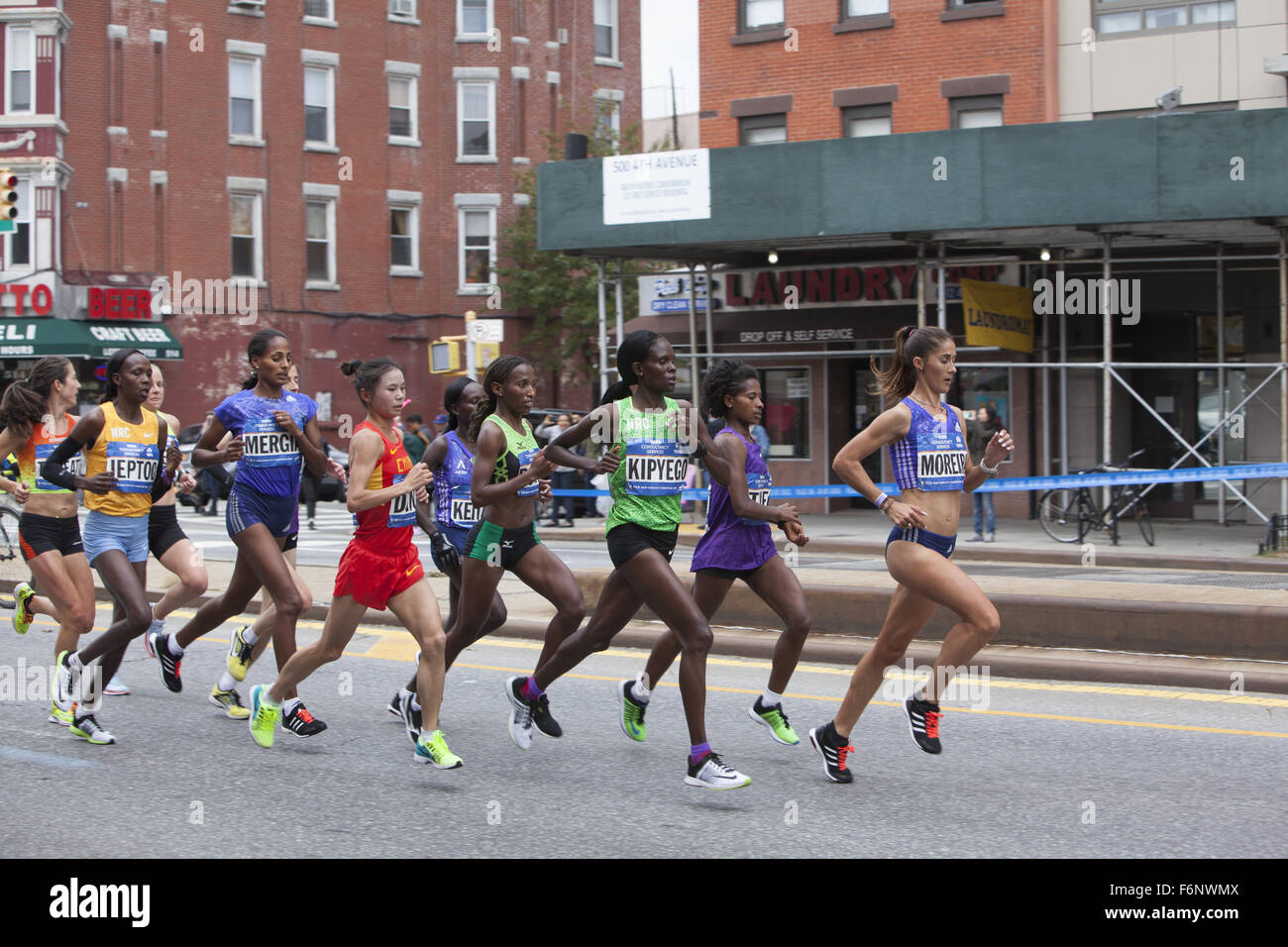 Front runners in the women's division come down 4th Avenue in Park Slope Brooklyn during the 2015 NYC Marathon. - Stock Image