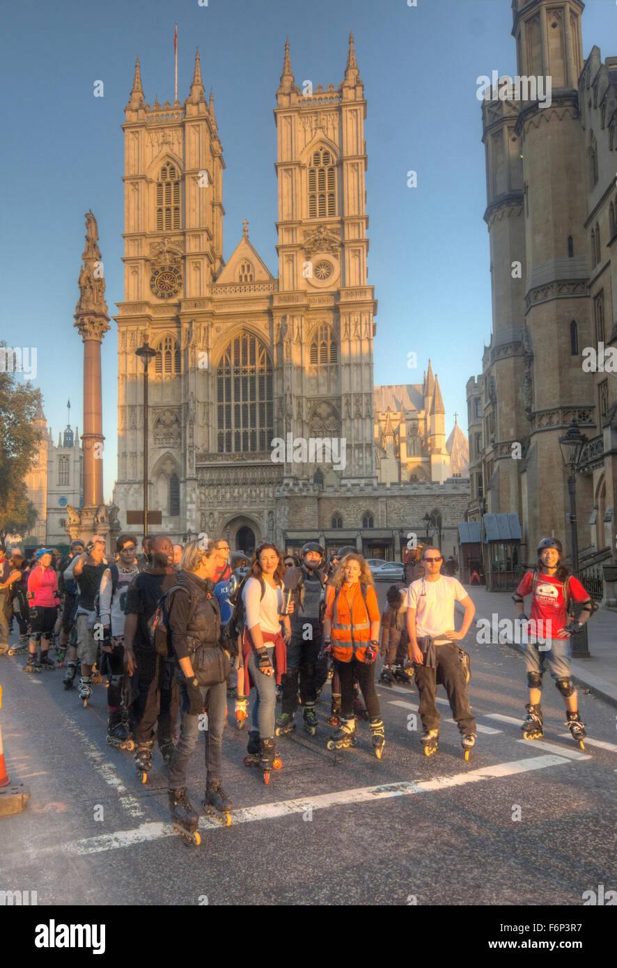Friday weekly rollerblade meet London - Stock Image