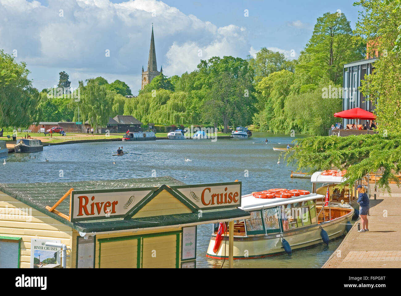 The River Avon in Stratford upon Avon, with a view towards Holy Trinity Church, burial place of Willam Shakespeare - Stock Image