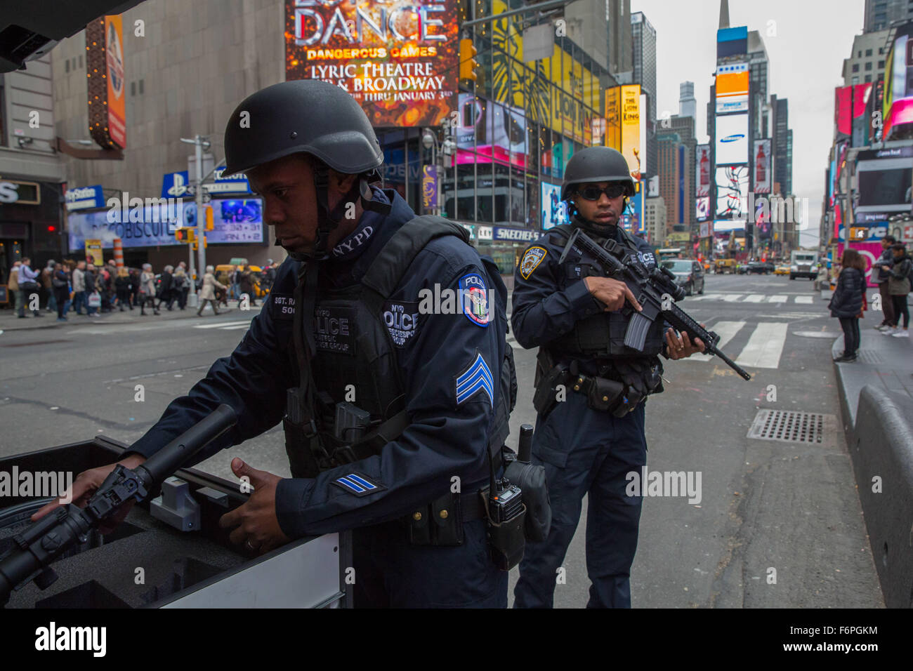 New York, New York, USA. 18th Nov, 2015. The NYPD increased security in Times Square in New York because of the - Stock Image