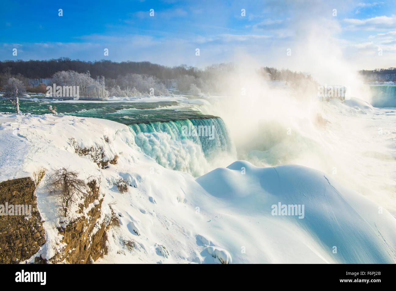 Niagara Falls in winter, Niagara Falls State Park, New York, American Falls and BRidalveil Falls - Stock Image