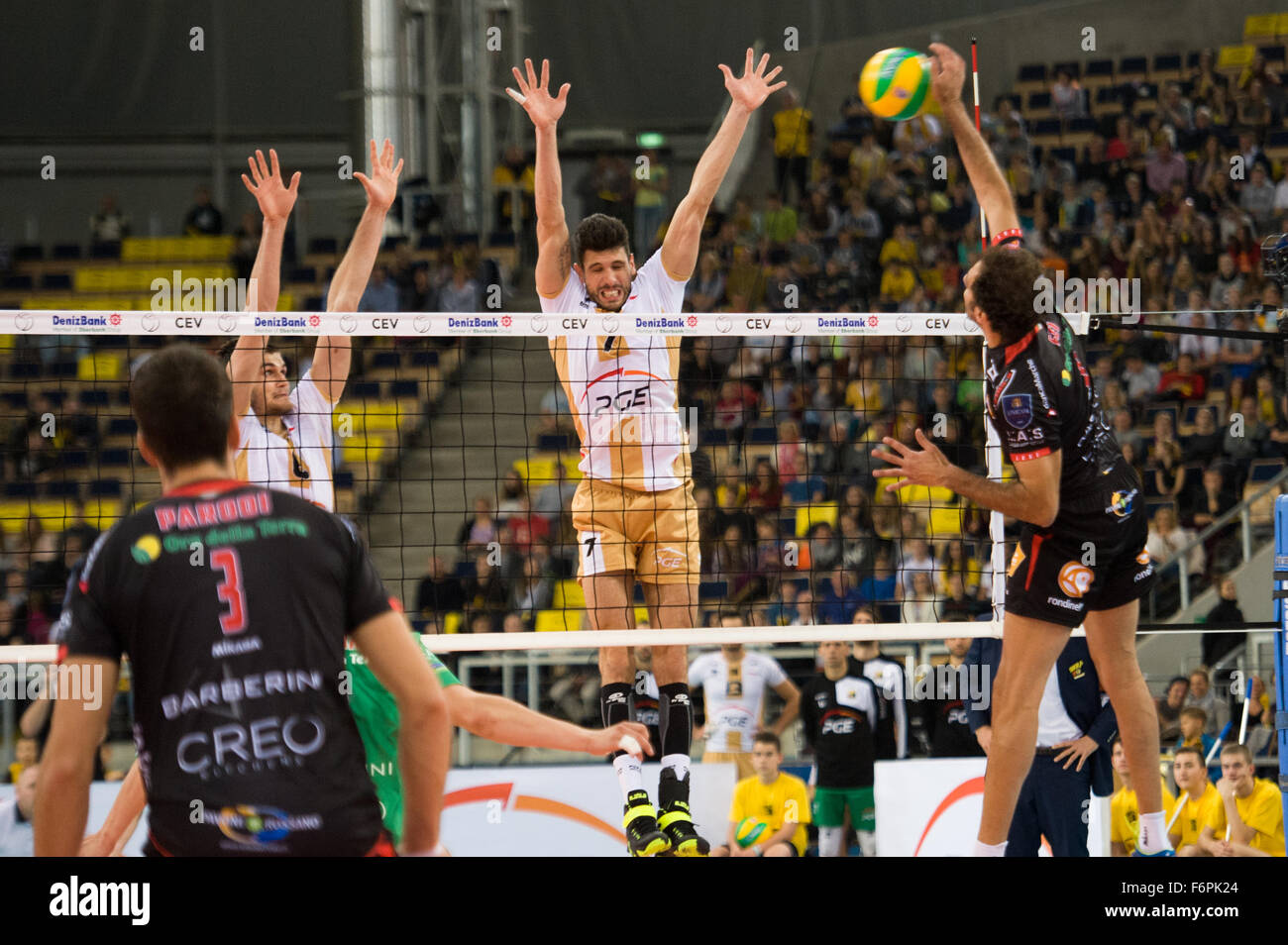 Lodz, Poland. 18th November, 2015. Facundo Conte of PGE Skra Belchatów blocks during the game against Cucine Lube Stock Photo