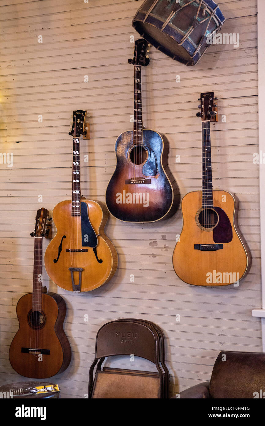 Old Guitars Stock Photos & Old Guitars Stock Images - Alamy