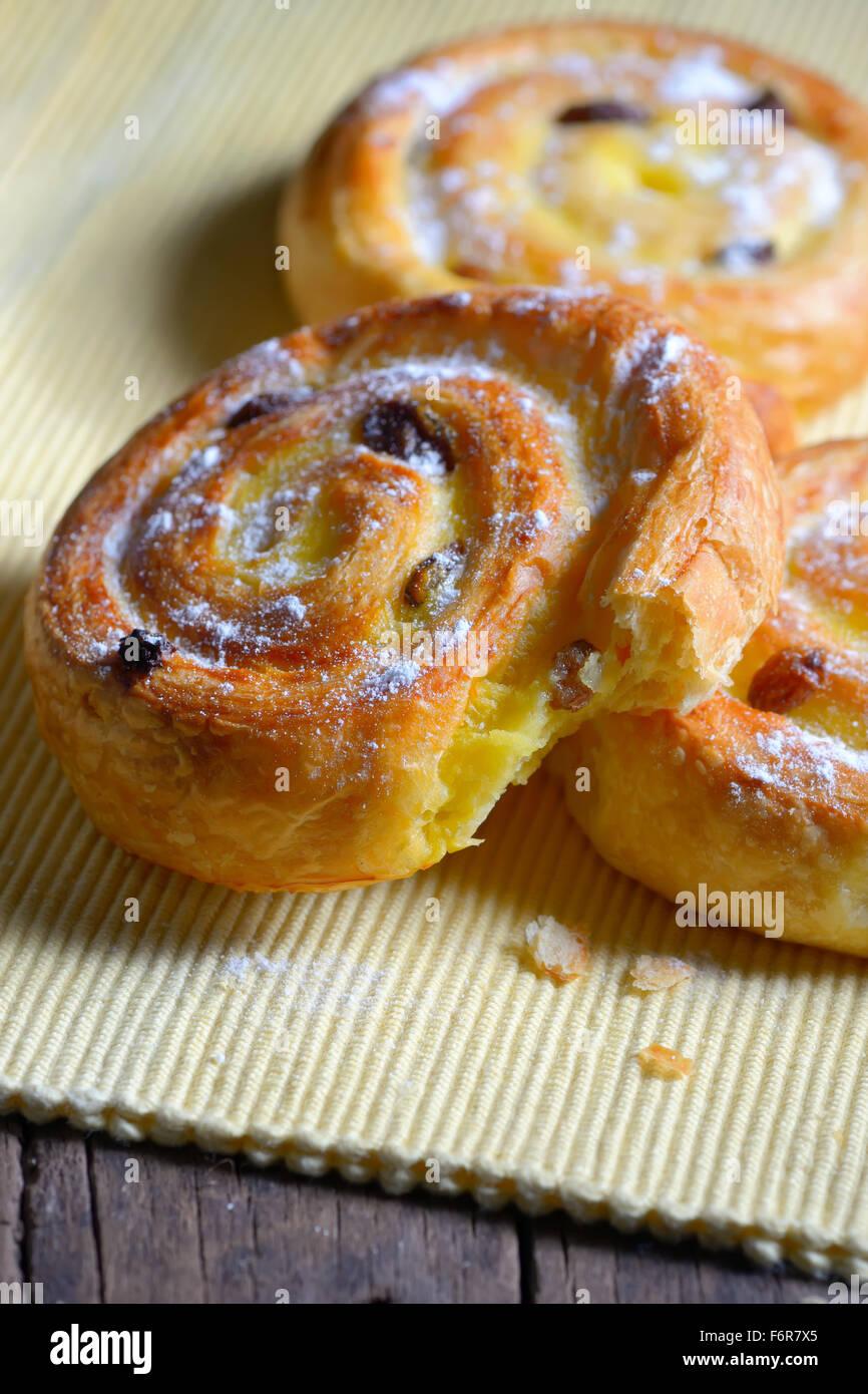Pastry swirls with cinnamon and raisins - Stock Image