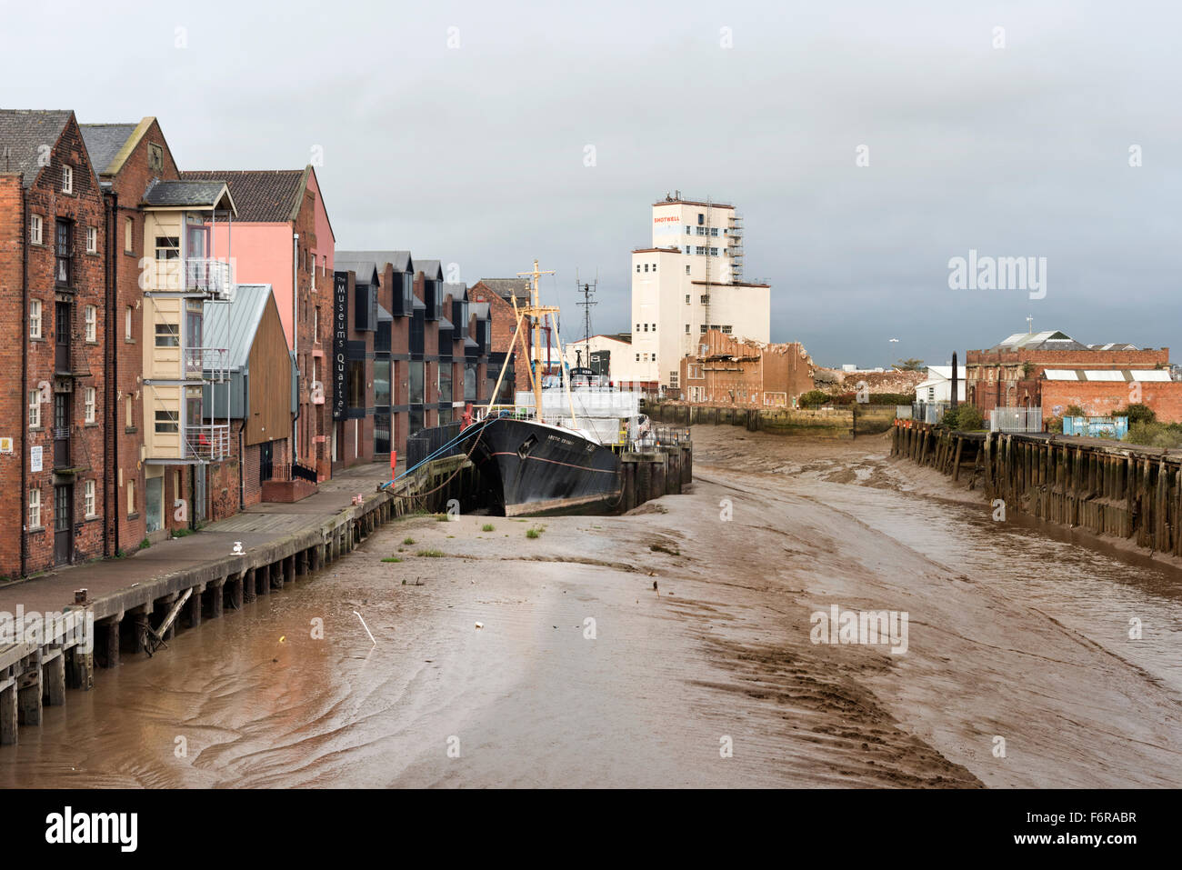 The River Hull, with the former trawler Arctic Corsair moored next to the Museum's Quarter and flats, Kingston - Stock Image