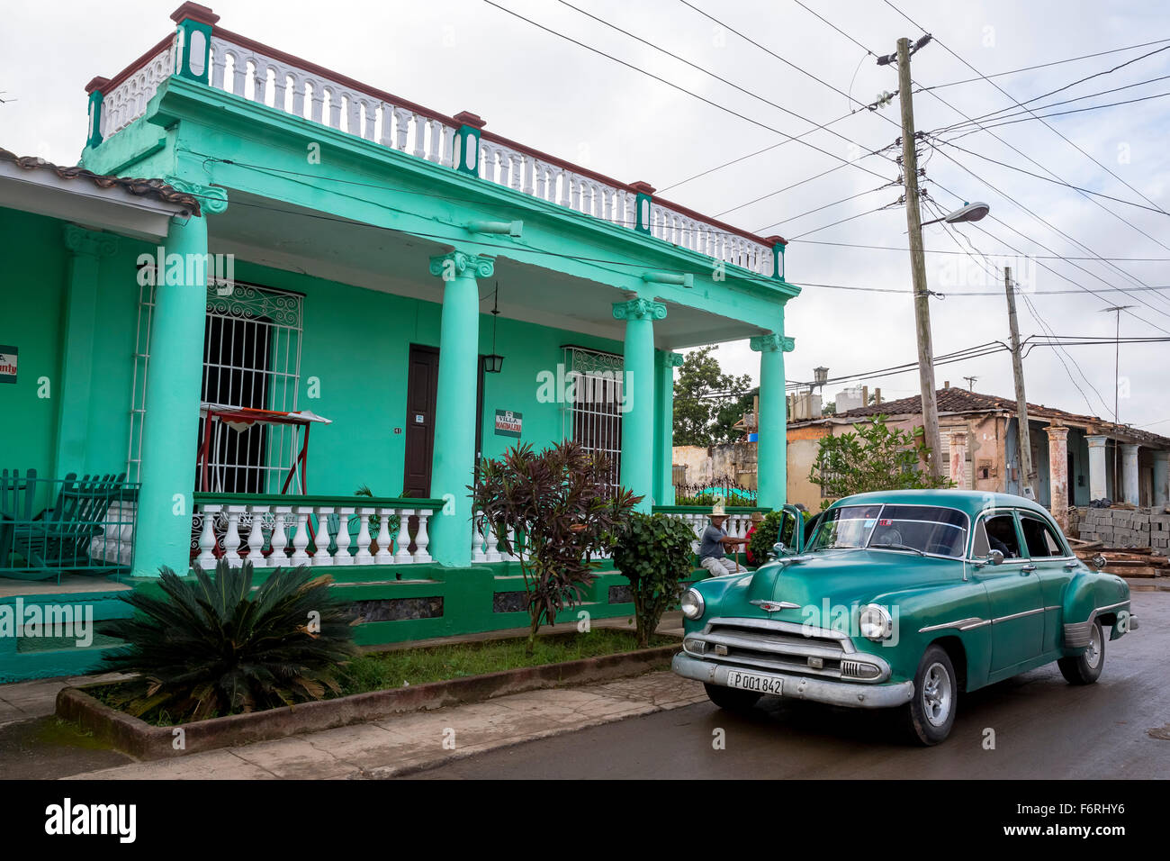 Vintage, old street cruisers in Vinales in Vinales Valley, turquoise House, House, Wooden House - Stock Image