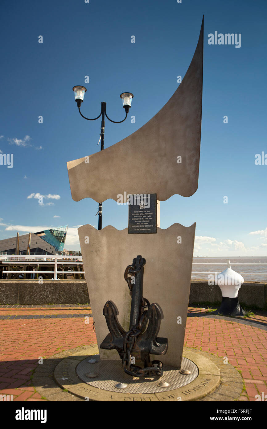 UK, England, Yorkshire, Hull, Minerva Pier, Royal Navy War Memorial - Stock Image