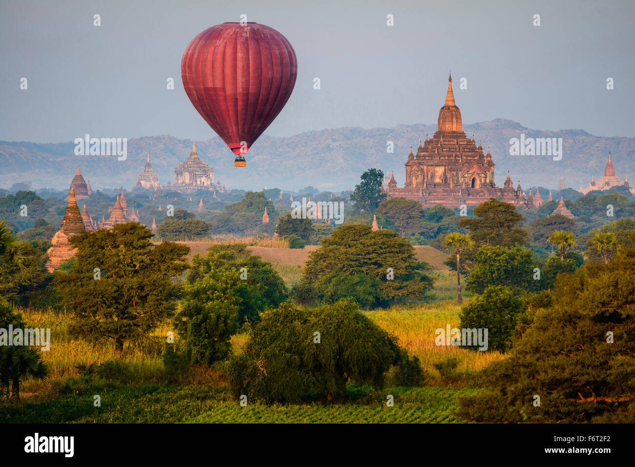 Hot air balloon flying over towers - Stock Image