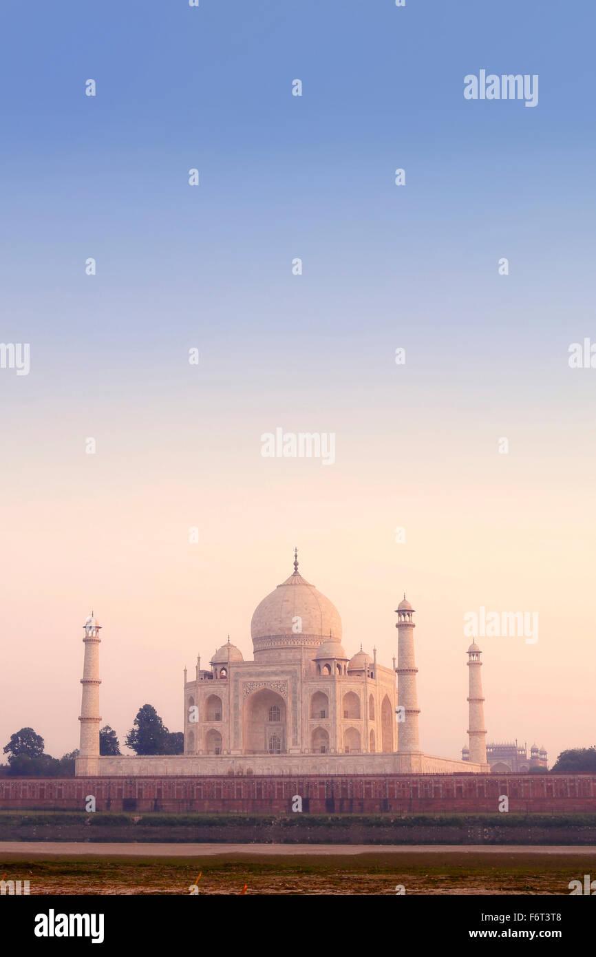 Taj Mahal under hazy sky, Agra, Uttar Pradesh, India Stock Photo