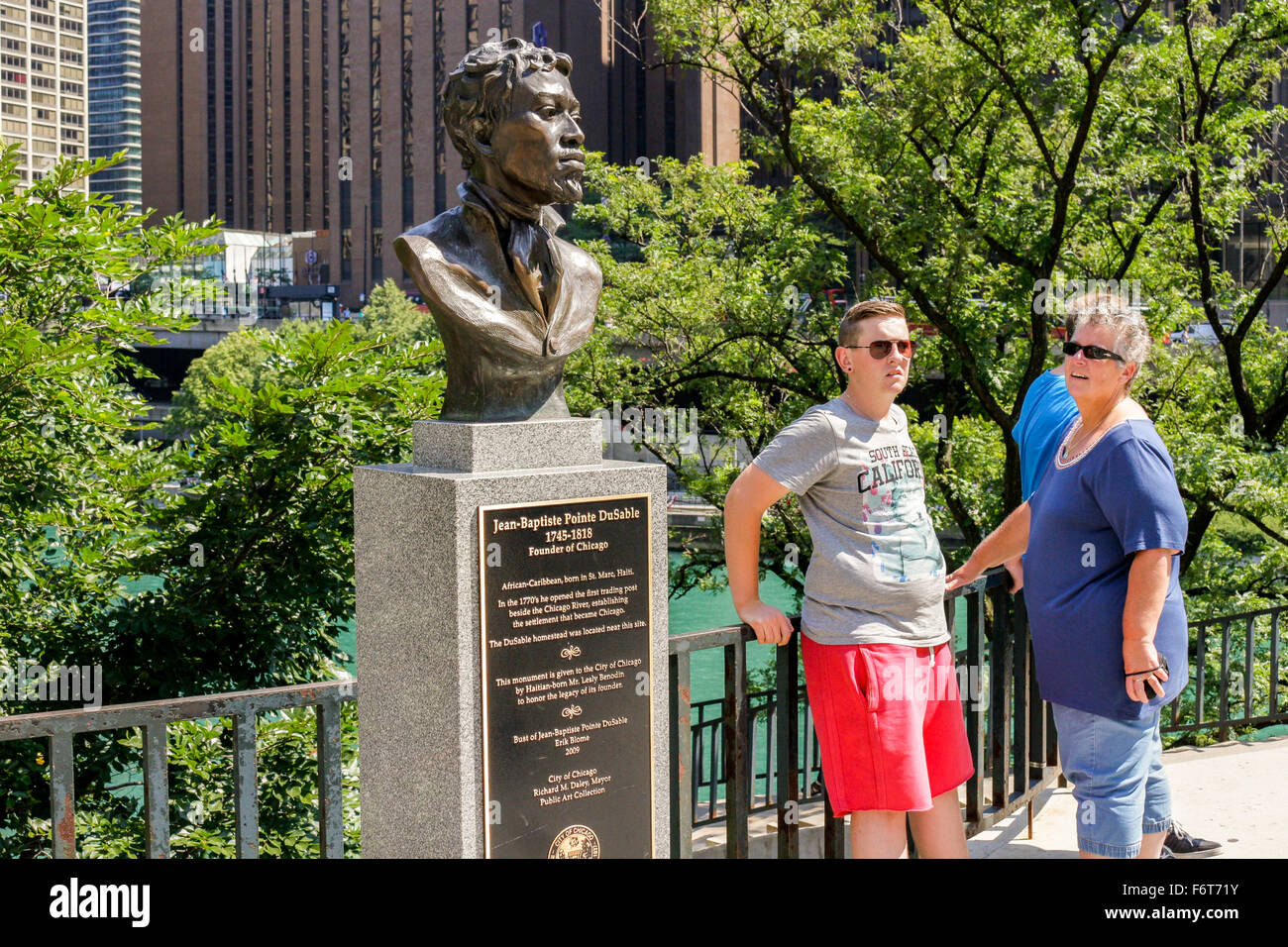 Bust of Jean-Baptiste Pointe DuSable at Pioneer Court, Chicago, Illinois. Erik Blome sculptor. - Stock Image