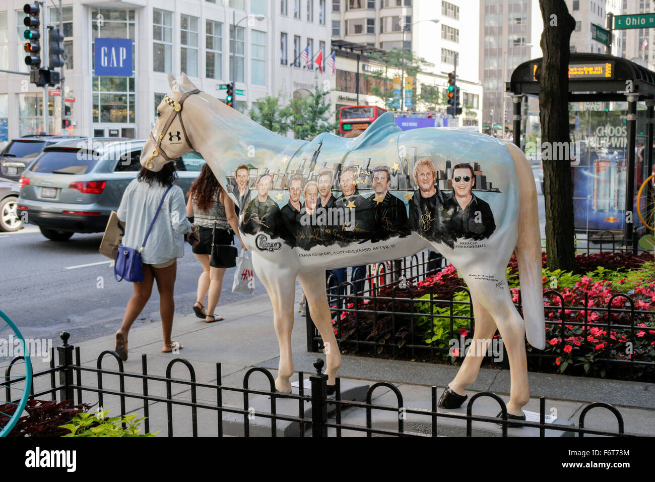 Musical group 'Chicago' painting on fiberglass horse. Michigan Avenue, Chicago, Illinois. - Stock Image