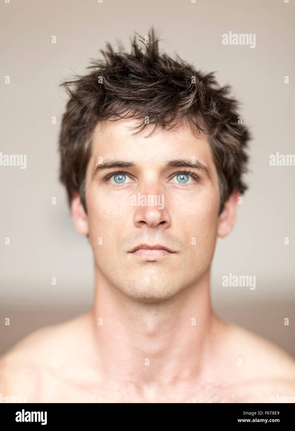 Serious man with messy hair - Stock Image