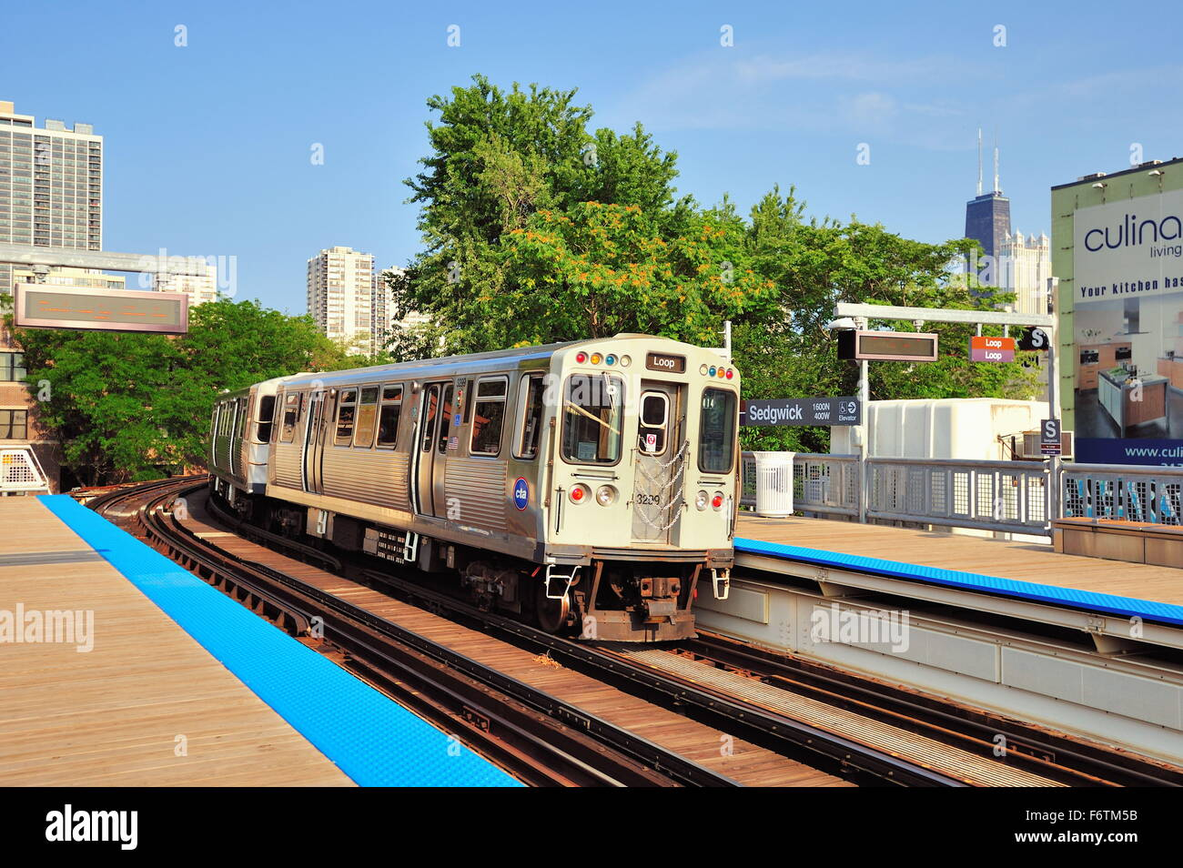 A CTA Brown Line rapid transit train as it departs the Sedgwick Avenue Station on its way to the Loop in downtown - Stock Image