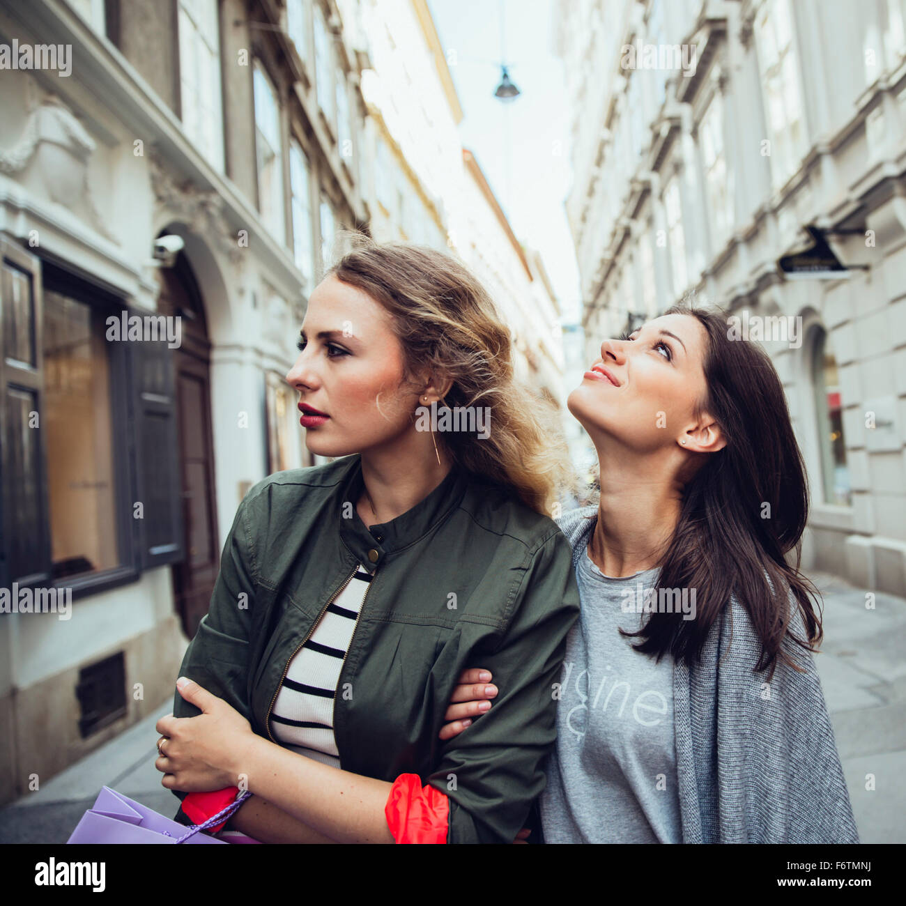 Austria, Vienna, two young women exploring the old town - Stock Image