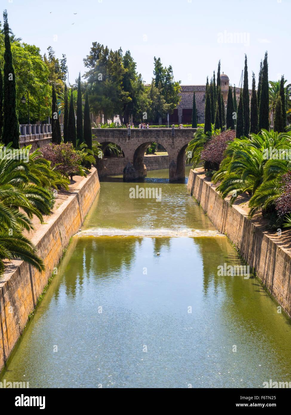 Spain, Mallorca, Palma de Mallorca, City canal Sa Rierra, Porta de Santa Catalina - Stock Image