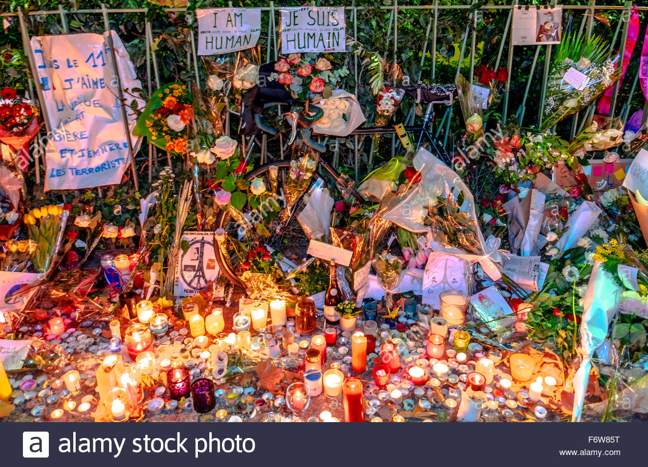 Paris, France. 18th November, 2015. Paris, le Bataclan. French tributes to the victims of the terrorist attacks Stock Photo