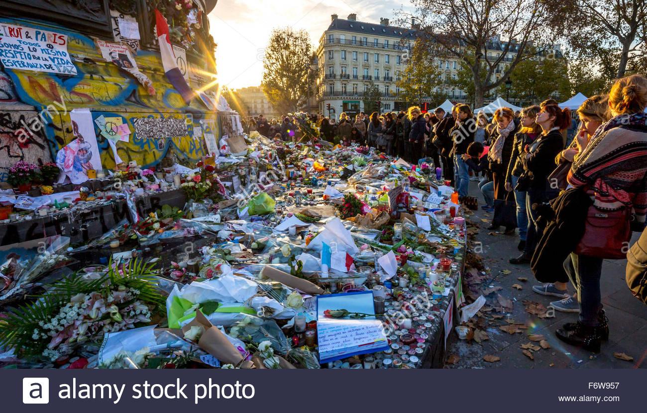 Paris, France. 18th November, 2015. Paris, place de la Republique. French tributes to the victims of the terrorist Stock Photo