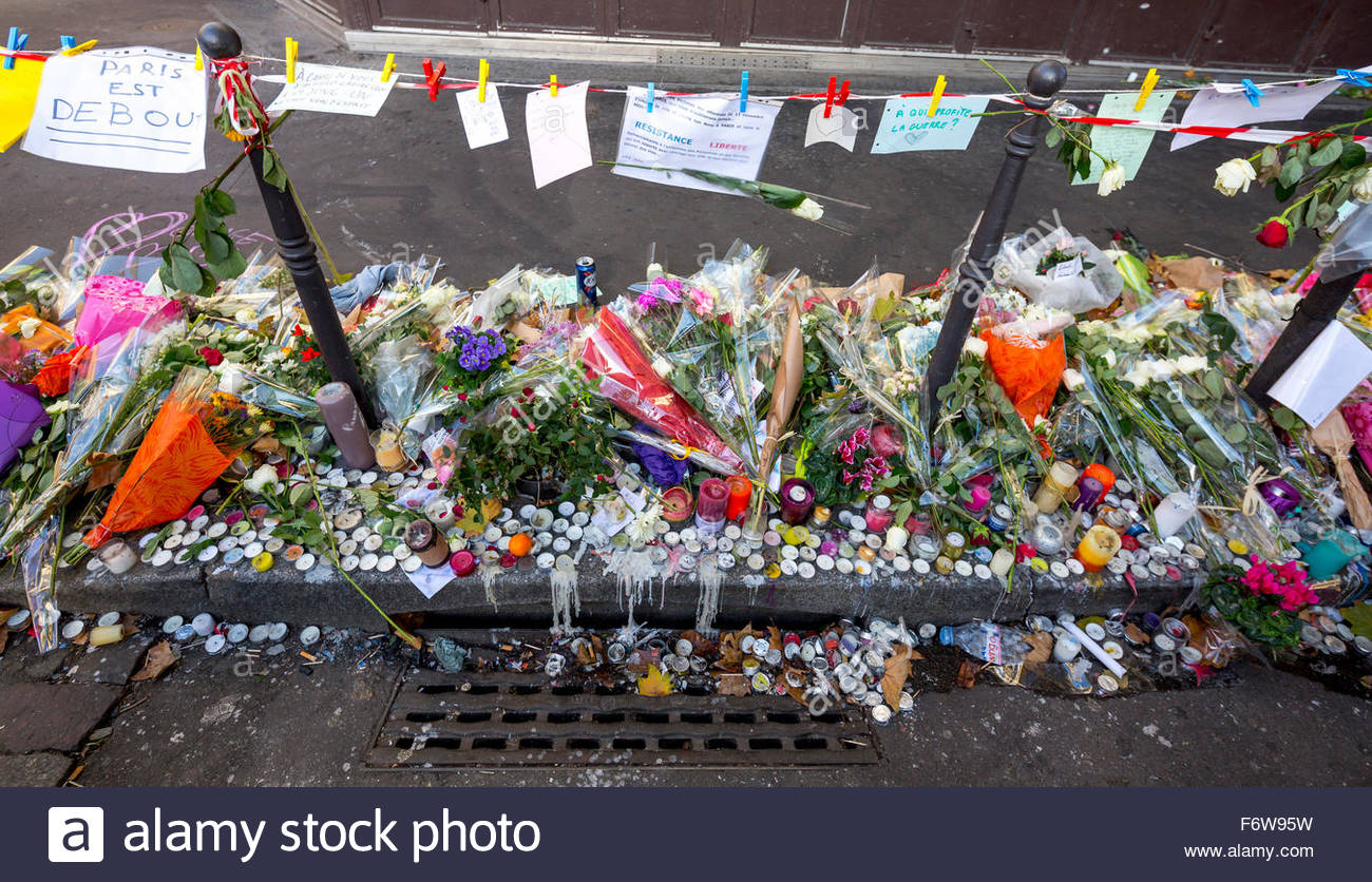 Paris, France. 18th November, 2015. Paris, restaurant la Belle Equipe. French tributes to the victims of the terrorist Stock Photo