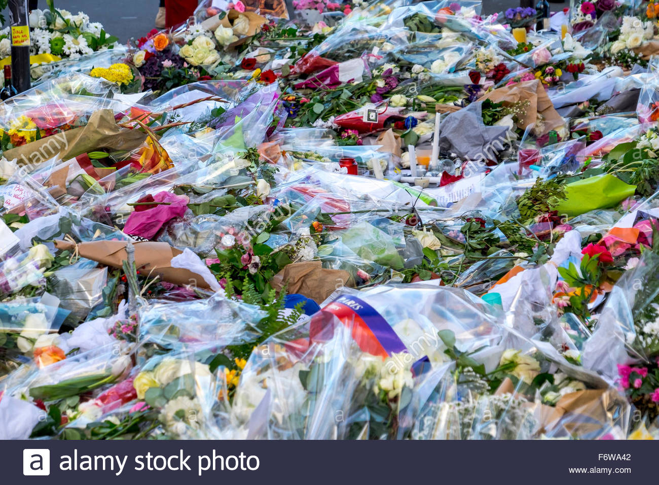 Paris, France. 18th November, 2015. Paris, restaurant le Petit Cambodge. French tributes to the victims of the terrorist Stock Photo