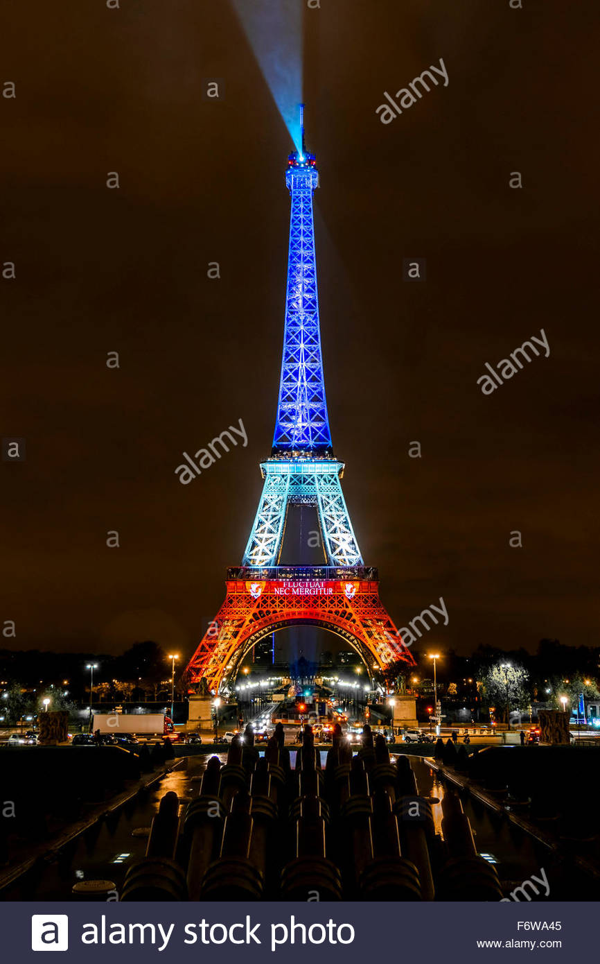 Paris, France. 18th November, 2015. Paris, Eiffel Tower. French tributes to the victims of the terrorist attacks Stock Photo