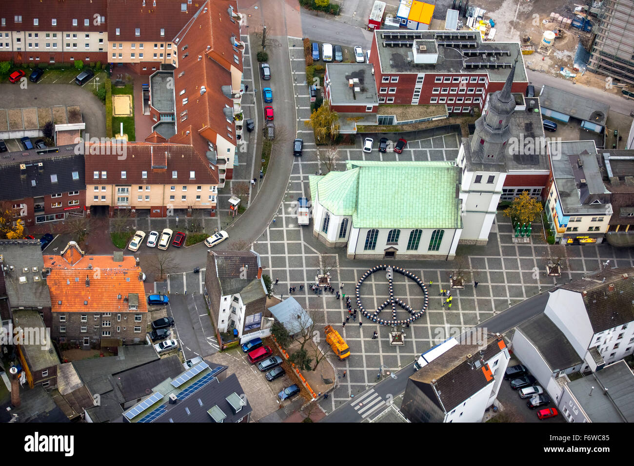 Tons of artworks - In Hammer Kunstquartier, the Luther quarter are delivered 90 recycling bins for art works, Hamm, - Stock Image