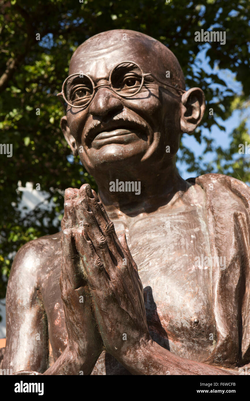 UK, England, Yorkshire, Hull, High Street, Mandela Gardens, bust of Mohandas (Mahatma) Gandhi, by Jaiprakash Shirgaoankar - Stock Image