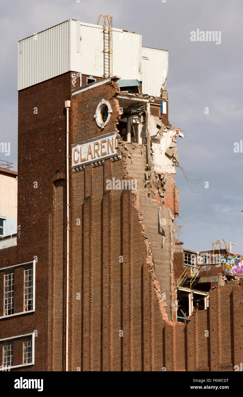 UK, England, Yorkshire, Hull, Clarence Flour Mill beside River Hull being demolished to build Raddisson Blu Hotel - Stock Image