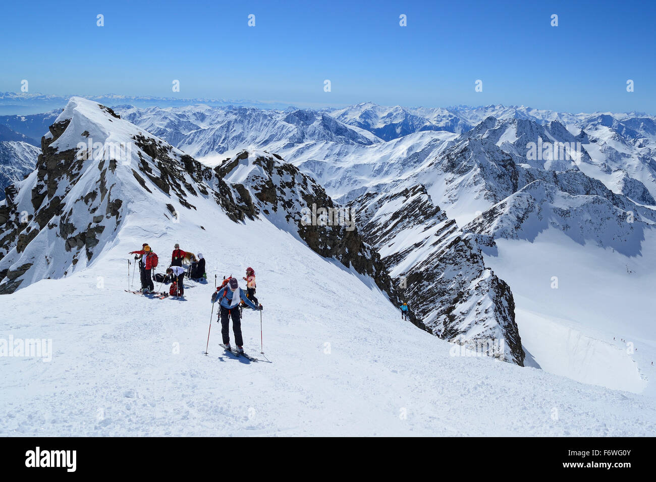 Group of persons back-country skiing standing in notch in front of the summit of Weisskugel, Weisskugel, Oetztal - Stock Image