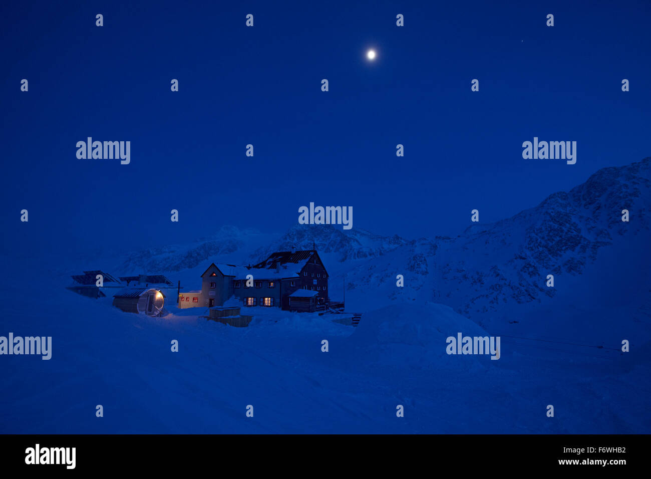 Full moon over mountain hut at night, Kurzras, Schnalstal, South Tyrol, Alto Adige, Italy - Stock Image