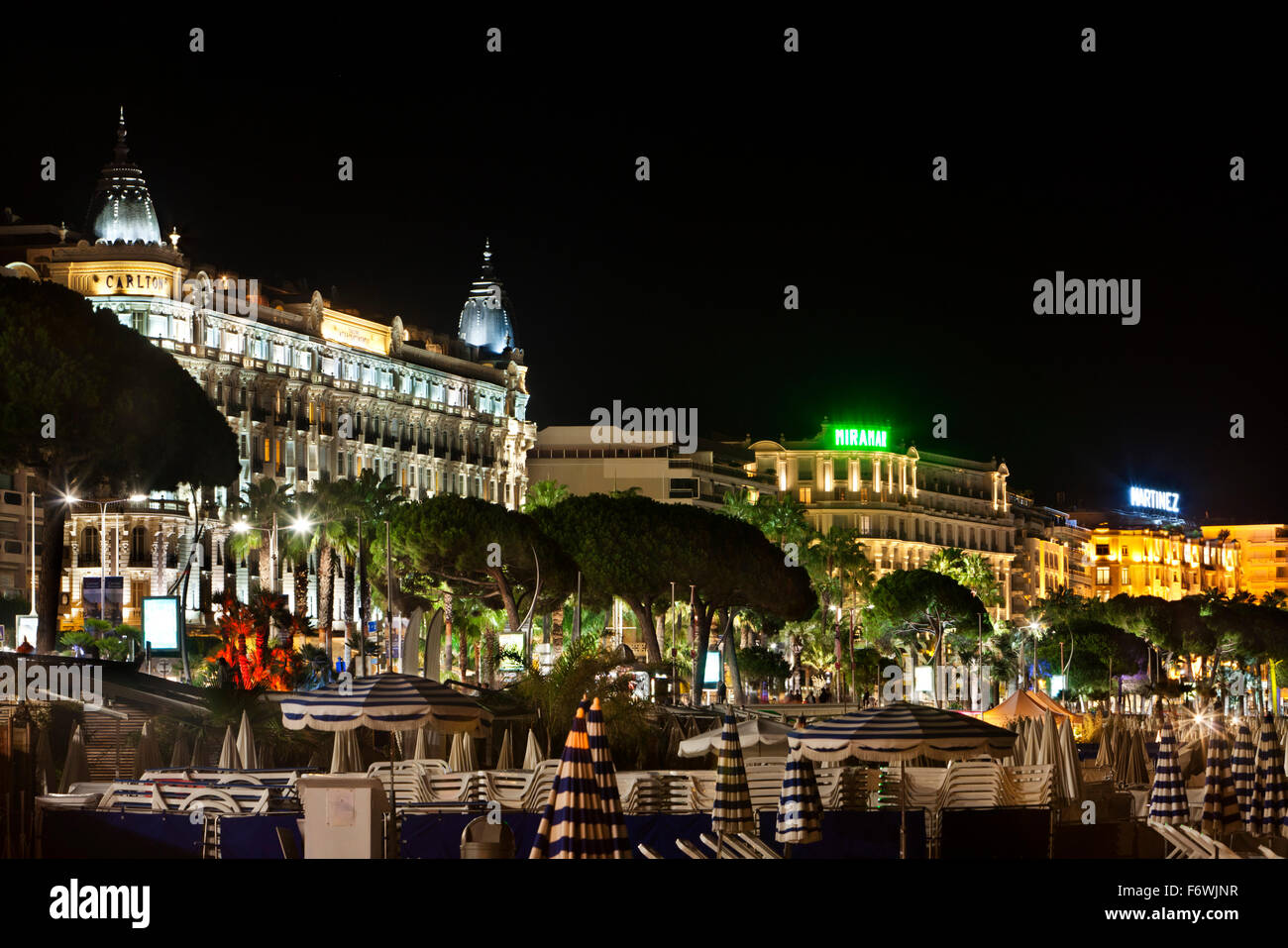 Luxus hotels and beach at night, Cannes, Provence, France - Stock Image