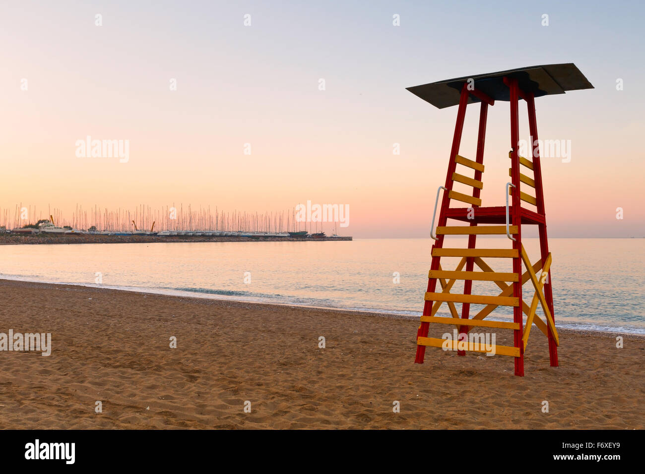 Lifeguard tower on a beach in Palaio Faliro and dry dock of Alimos marina in Athens, Greece. - Stock Image