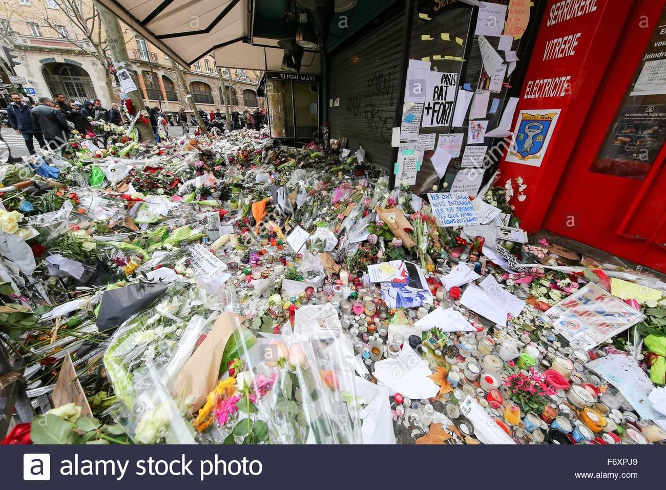 Paris, France. novembre 21st, 2015. FRANCE, Paris: Flowers and candles are shown near La belle Equipe cafe on November - Stock Image